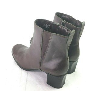 CLARKS Womens Brown Leather Boots Size 9.5M Bootie